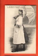 GAR-24  Les Sables D'Olonne, La Promenade Sur Le Remblet, Sablaise,  Coiffe, Parapluie. Costume. Non Circulé - Sables D'Olonne
