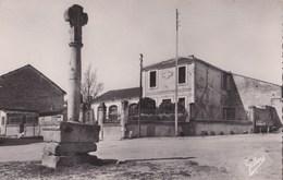 Carte Postale Petit F : Vaux Rouillav (16) Place De La Mairie    Ed Gilbert à Jarnac - Rouillac