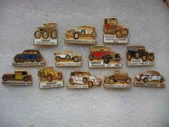 Lot De 12 Pin's D'anciennes Voitures Des Années 1898 à 1935. Fabrication Des Pin's CEF à Paris - Unclassified