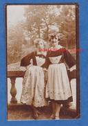 Photo Ancienne - Portrait De Jeune Fille En Costume Breton - Folklore à Identifier - Voir Coiffe - Bretagne - Automobiles