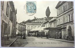 UNE RUE , PASSAGE DU TRAIN BORDEAUX CADILLAC  - LANGOIRAN - France