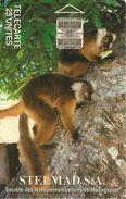 CARTE +PUCE-25U--SC7-MADAGASCAR-STELMED S.A-LEMURIENS-GENERIQUE-UTILISE-TBE-RARE - Madagascar