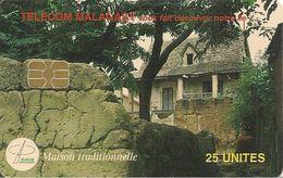 CARTE +PUCE-25U--SA2-MADAGASCAR-MAISON TRADITIONNELLE-UTILISE-1000000Ex--TBE - Madagascar