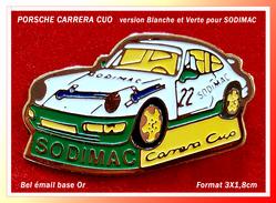 SUPER PIN'S PORSCHE ; La Superbe PORSCHE CARRERA CUO Version Blanche Et Verte Pour SODIMAC, 3X1,8cm - Porsche