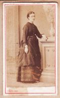 X641141 BAYONNE Photo CDV Photographie EDMOND 64 Rue Du Bourg-Neuf - Portrait Jeune Femme Accoudée 1870s - Photos