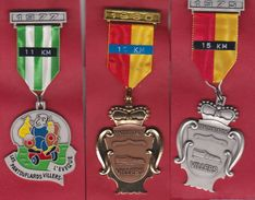 LES PANTOUFLARDS VILLERS L'EVÊQUE 3 Médailles De Marche - Otras Colecciones