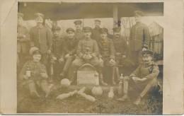 1914/18 - Carte Photo Feldpost - 20.11.16 Kelgelbahn & Bouteille  - Joueurs De Quilles Et Bouteille De Snaps - Haut  - Ohne Zuordnung