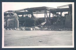 69 VENISSIEUX Usine Berliet Bombardement 2 Mai 1944 Photo Originale 5.5 X 8.5 Cm - Places