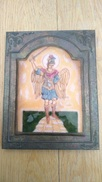 Saint Michel. Sorte D'icône. Céramique Sertie Dans Métal. Le Tout Collé Sur Bois - Céramiques