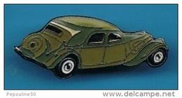 1 PIN'S //   ** TRACTION AVANT ** CITROËN ** VERTE ** . (© Qualité Collectors Série Limitée) - Citroën