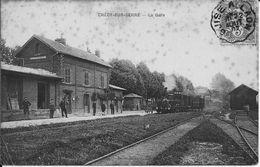 CRECY-sur-SERRE (Aisne) - La GARE - Arrivée D'un Train - Cheminots - Voyagée Le 23 Août 1907 - Tachée, Vendue En L'état - France