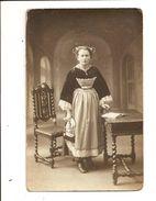 Jeune Femme 19 Ans En Costume - Nommée - 4 Carte Photos - La Grand-mère Guédès Et Groupe - Autres Communes