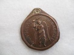 Ethiopie: Médaille St Gabriel Frappée Sur Une Pièce Italienne De 10 Centesimi ( Type Ape) - Other