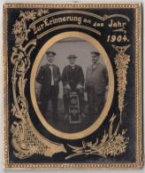 HINTERGLASBILD 1904 - Bild Mit Goldverzierung, Mil.? Persönlichkeiten Mit Rückseitiger Widmung, Unikat - Militaria