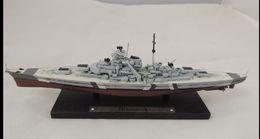 Modellino In Metallo E  Plastica Corazzata Bismarck Cm.20 Ottime Condizioni - Figurines