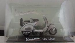Modellino Scooter Piaggio Vespa 125 1953 1/18 Nuovo In Blister - Figurines