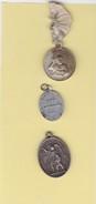 (M R 3) 3 Médailles Religieuses & Médailles (toutes Matière Sauf Or ?) A Identifier / 13 - Religión & Esoterismo