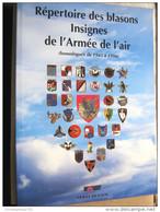 LIVRE REPERTOIRE DES INSIGNES DE L'ARMEE DE L'AIR ETAT EXCELLENT 104 PAGES CLASSE PAR HOMOLOGATION - Catalogs