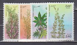 ALGERIE     1982     FLORE      N . 762 / 765       COTE     4, 40   EUROS       ( S 4 ) - Algérie (1962-...)