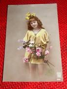 FANTAISIES - ENFANTS - Jolie Fille Au Bouquet De Fleurs - Portraits
