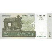 TWN - MADAGASCAR 87b - 200 Francs 2004 B XXXXXXX F UNC - Madagascar