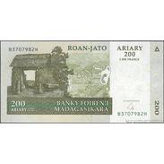 TWN - MADAGASCAR 87b - 200 Francs 2004 B XXXXXXX H UNC - Madagascar