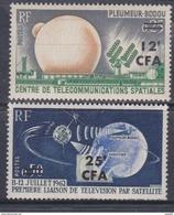 Réunion N° 355 / 56 X Télécommunications Spatiales: Les 2 Valeurs Surchargées CFA, Trace De Charnière Sinon TB - La Isla De La Reunion (1852-1975)