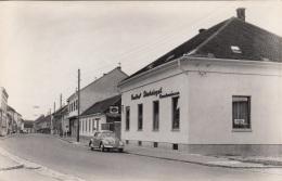 Gasthof Strohriegel In GROßPETERSDORF (Burgenland, Karte 3), Strassenansicht, VW, Fotokarte, Kleinformat 14 X 9 - Österreich