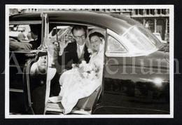 Photo Ancien / Foto / Wedding / Mariage / Marguerite Calff & Rudy Sanders / Antwerpen / 1957 / Size: 13 X 9 Cm / Car - Personnes Identifiées
