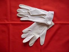 Paire De Gants Ancienne - Très Fins -  Couleur : Blanc - De Cérémonie - Autres