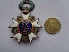 Réf: 98-16-33.                  Médaille  Léopold  ( émaillée ) - Belgique