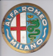 ALFA ROMEO MILANO - CHAPA METALICA ESMALTADA DE COCHE - AÑ0 1950/60 - DIAMETRO 7,5 CMS - Automóviles