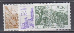 ALGERIE     1982           N . 759 / 761       COTE     3 , 80   EUROS        ( S 47 ) - Algérie (1962-...)