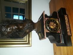 Buste Bronze Sur Horloge Marbre - Bronzes
