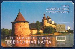 RUSSIA - RUSSIE - RUSSLAND - RUSIA 200 UNITS CHIP PHONECARD TELEPHONE CARD PSKOV TOWN KREMLIN - Rusia