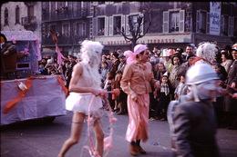 Photo Diapo Diapositive Chalon Sur Saône 1959 Carnaval Brasserie De La Terrasse Pub Vins Mercurey A. Rodet  VOIR ZOOM - Dias