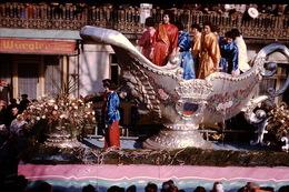 Photo Diapo Diapositive Chalon Sur Saône 1959 Carnaval Char Pub Bière Würgler VOIR ZOOM - Dias
