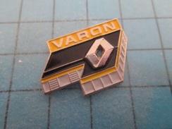 Pin710B Pin's Pins : BEAU ET RARE :  RENAULT GARAGE VARON CAEN  , Marquage Au Dos : -   - - Renault