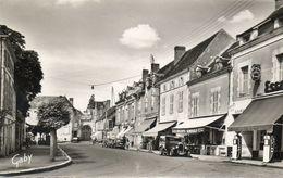 CPSM Dentellée- La ROCHE-POSAY(86) -Cours Pasteur Et Garage Esso, Années 50 -Pompes à Essence Et Plaque émaillée Citroen - La Roche Posay