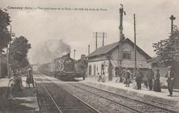 - L'ARRIVEE DU TRAIN DE PARIS A CRANCEY - AUBE - VUE INTERIEURE DE LA GARE -2 SCANNS -  TOP !!! - Gares - Avec Trains