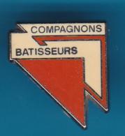 52663-Pin's.Association Compagnons Batisseurs Marseille Association Humanitaire.signé Beraudy.. - Asociaciones