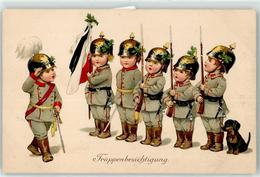 52704170 - Kind In Uniform Pickelhaube Hund - Oorlog 1914-18