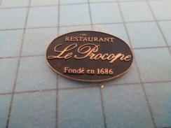 Pin710B Pin's Pins : BEAU ET RARE : PARIS RESTAURANT (Coucou Gégé)  LE PROCOPE FONDE EN 1686 - Christmas