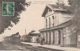 LE TRAIN ARRIVE EN GARE DE COURTENOT-LENCLOS DANS L'AUBE - TRES BELLE CARTE - ANIMATION SUR LE QUAI -  TOP !!! - Gares - Avec Trains