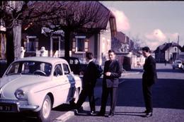 Photo Diapo Diapositive Slide Chalon Sur Saône En 1959 Voiture Renault Dauphine Citroën Traction  VOIR ZOOM - Dias