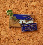 Pin's De La Radio , RADIO FRANCE LANDES Dans Les LANDES, FM, Médias - Medias