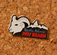 Pin's De La Radio , RADIO FRANCE PAU BEARN Dans Les PYRENEES ATLANTIQUES, FM, Médias - Medias