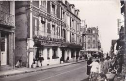 CPSM : Villers / Mer (14) Rue Gal De Gaulle Et Hotel De France  Bien Animée Ed Gaby N° 83 - Villers Sur Mer