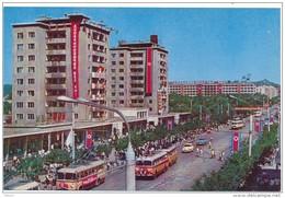 PYONGYANG - L'Avenue Ouest, Jour De Fête - Corée Du Nord