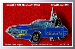 SUPER PIN'S CITROËN : La SM - MASERATI V6 De 1973, Gendarmerie, Signé BALLARD Collection En Zamac Argent, 3,5X2,1cm - Citroën